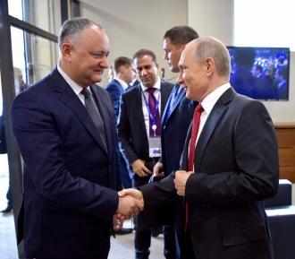 Глава государства поздравил Владимира Путина и весь великий народ с Днем России