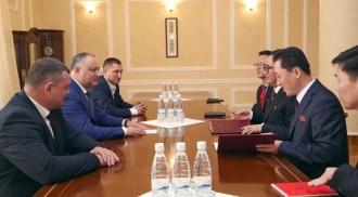 Додон: Молдова заинтересована в развитии дружеских отношений и с Востоком, и с Западом