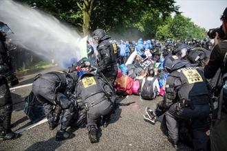 В результате беспорядков в Гамбурге пострадали около 500 полицейских