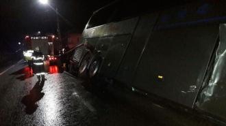 Autocar cu 19 persoane la bord, implicat într-un accident  în România