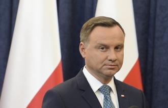 Президент Польши решил утвердить спорный закон о Холокосте