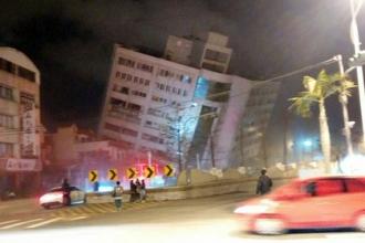 В результате землетрясения на Тайване обрушился отель