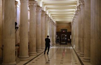 Правительство США вновь должно прекратить работу из-за отсутствия средств