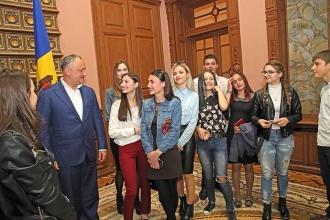 Около 100 учащихся из Гагаузии пообщались с президентом в рамках Дня открытых дверей