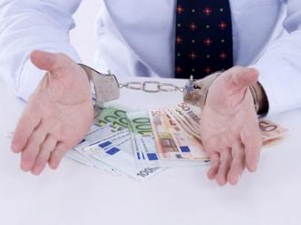Бывший полицейский получил взятку в 1500 евро: он обещал повлиять на экс-коллег и прокуратуру
