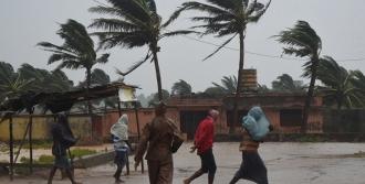 Больше миллиона человек эвакуировано в Индии из-за циклона
