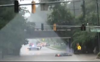 Вашингтон ушел под воду: затоплены дороги, парковки, метро