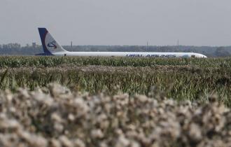 Жесткая посадка пассажирского самолета в Подмосковье