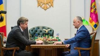 Игорь Додон подписал указ о назначении Еуджена Караса на должность советника по внешней политике