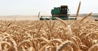 Благодаря оказанной государством помощи фермеры получили возможность начать осеннюю посевную, - заявил Пержу