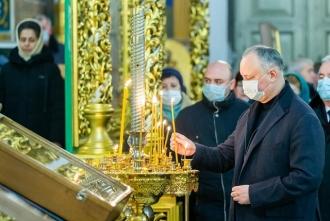 Игорь Додон присутствовал на Святой литургии в Соборе Рождества Христова