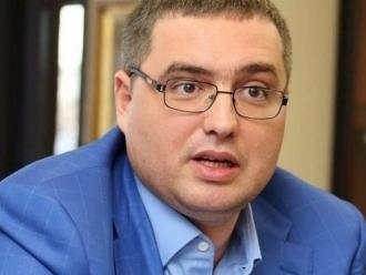 Усатому не терпится принять участие в досрочных парламентских выборах, потому что ему срочно нужен иммунитет, - заявил Нэстасе