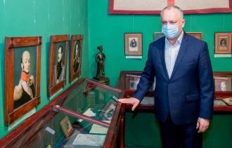 Игорь Додон посетил кишиневский Дом-музей А.С. Пушкина