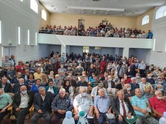 Жители Ниспорен верят в команду коммунистов и социалистов