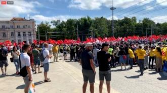 Момент атаки на полицейского со стороны сторонников партии «AUR»