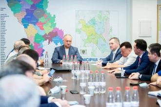Игорь Додон провел рабочие встречи с двумя группами международных наблюдателей