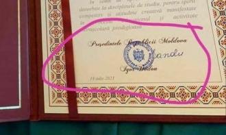 ПОДТВЕРЖДЕНО! Майя Санду вручила дипломы, подписанные Игорем Додоном