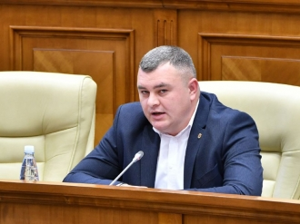 Новак – Гросу: Не удивлюсь, если скоро ваши кураторы заставят вас прийти в парламент в платье (ВИДЕО)