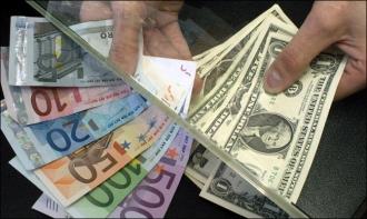 Leul continuă să se deprecieze față de euro