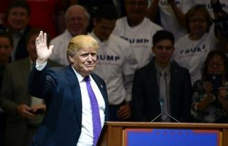 В США главный соперник Трампа в предвыборной гонке обвинил его в связях с мафией