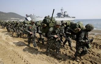 США и Южная Корея начали крупнейшие с 2010 года совместные военные учения