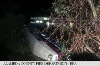 Un tren de navetiști a deraiat în California: 14 răniți