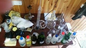 Doi studenţi au fost reţinuţi pentru prepararea şi comercializarea drogurilor