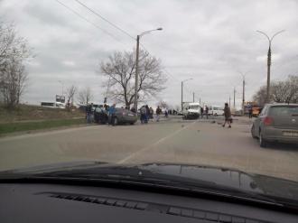 Accident în sectorul Ciocana între o maşină şi un microbuz de linie; O persoană a murit