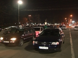 Zeci de șoferi au protestat în fața clădirii Guvernului împotriva majorării taxei pentru vinietă