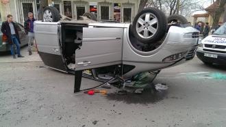 Un automobil s-a răsturnat pe strada Bernardazzi din capitală. Doi copii au ajuns la spital