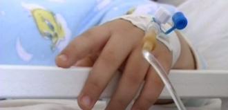 Un copil a murit intoxicat cu legume, iar tatăl și celălalt copil se află în stare gravă la spital