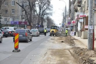 Lucrările de reparație a străzilor Negruzzi și Alecsandri, provoacă prejudicii antreprenorilor