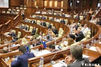 Proiectul de lege privind excluderea imunităţii deputaţilor, pe agenda Parlamentului