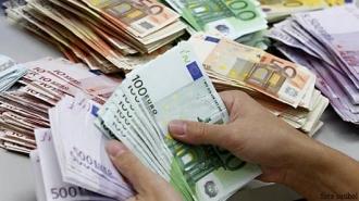 Oferta de valută bate cererea