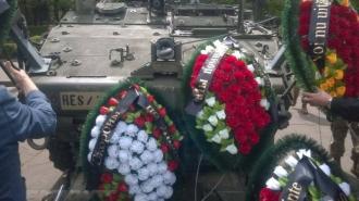 Socialiștii au depus coroane funerare lîngă tehnica NATO din PMAN