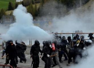 Ciocniri violente, la Pasul Brenner, între forţele de ordine şi anarhişti italieni