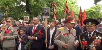 Marșul Victoriei se desfășoară fără lozinci și drapele de partid