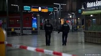 O persoană a murit şi 3 au fost rănite, după ce au fost înjunghiate într-o gară din Germania