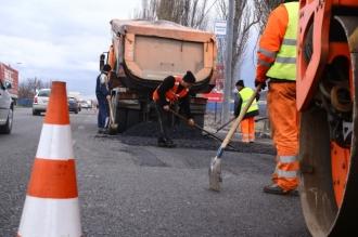 Locuitorii capitalei, îndemnați să semnaleze neregulile în reparația drumurilor