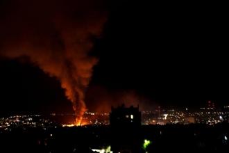 Incendiu DEVASTATOR in centrul capitalei; Un magazin de construcții a luat foc