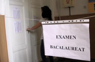 Peste 450 de candidaţi au luat nota 10 din oficiu la examenul de bacalaureat la limba străină