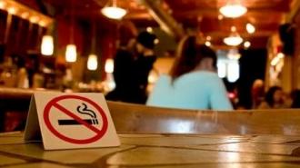 Legea antifumat intră în vigoare! Fumătorii riscă amenzi de până la 3000 lei dacă încalcă legislația