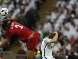 Bruno Alves, eliminat după o intrare de kung-fu! Anglia - Portugalia 1-0