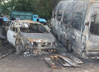 Incendiu devastator la un service auto din capitală; Șase automobile au fost făcute scrum