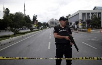 Turcia: Numeroși răniți într-un atac cu mașină-capcană la o secție de poliție din Mardin