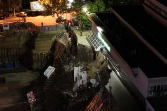 Scările unei bănci din sectorul Rîșcani s-au prăbușit, iar mai multe construcții din apropiere ar putea fi afectate
