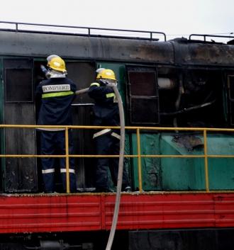 Alertă la stația feroviară din Bălți; motorul unei locomotive a fot cuprins de flăcări