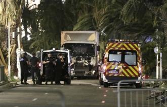 ATAC de ziua naţională a Franței: cel puțin 80 de morți. Starea de urgență va fi prelungită pentru încă trei luni
