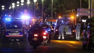 Momentul în care camionul intră în mulțimea adunată de Ziua Franței la Nisa (VIDEO)