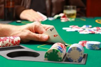 Guvernarea face jocul cazinourilor
